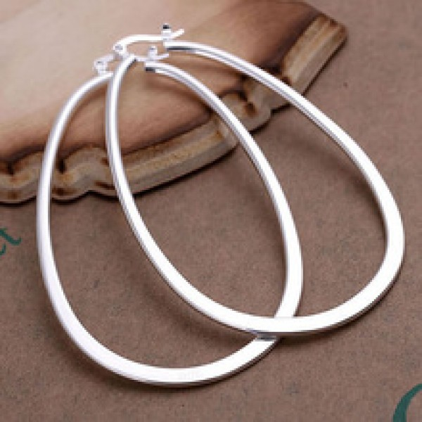 Sterling silver fashion jewelry earring in Nepal.
