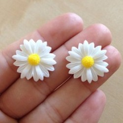 Cute Vintage Style Cute Small Daisy Flower Stud Earrings